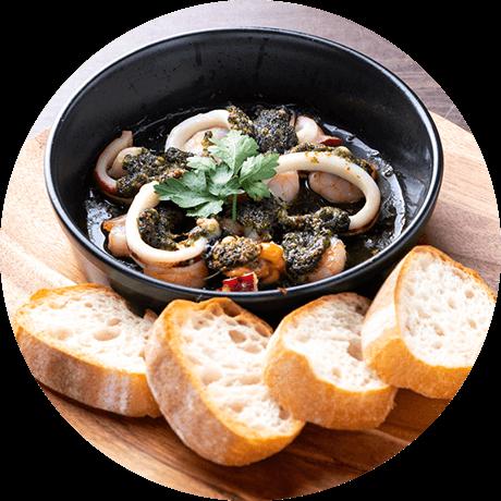 たっぷり魚介のオーブン焼き 〜フランスパンを添えて